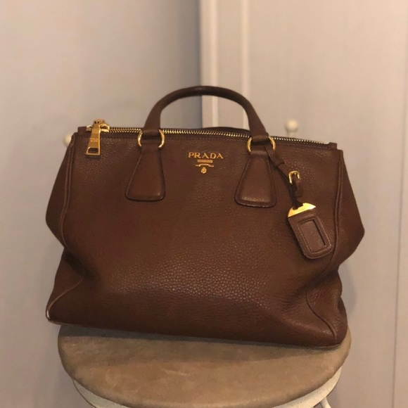 f8bebe70a4bf Prada Vitello Daino leather Double-Zip tote. M 5b79c4844ab633a866011d53